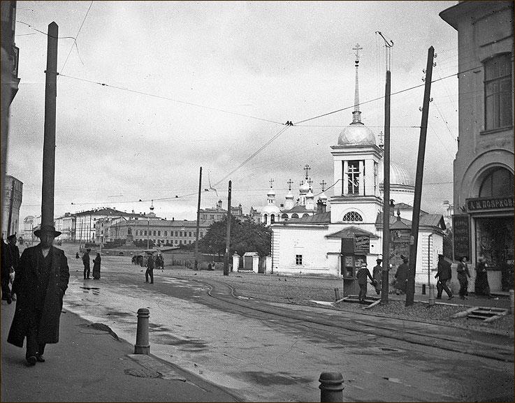 Вид со стороны Большой Покровской на Благовещенскую площадь