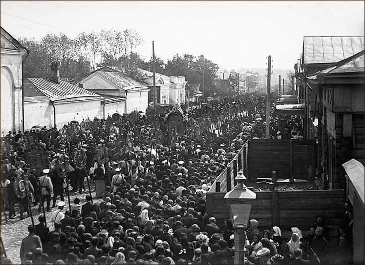 Крестный ход на Большой Печерке, 1890-e гг. (Ежегодный крестный ход до монастыря в Печерах)