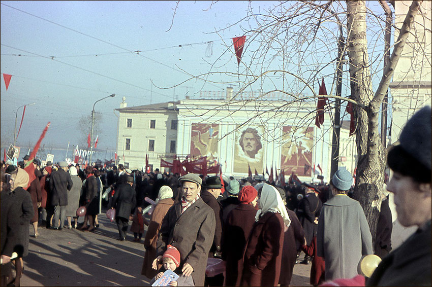 Первомайская демонстрация (перед Канавинским мостом)