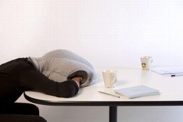 предмет для сна на рабочем месте
