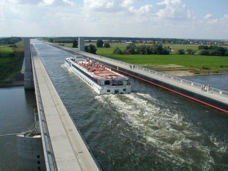 Магдебургский мост-акведук в Германии