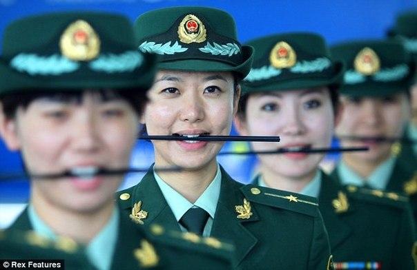 Китайские полицейские являются одними из наиболее подготовленных во всем мире. Их обучение настолько тщательно, что их учат, как получить идеальную улыбку