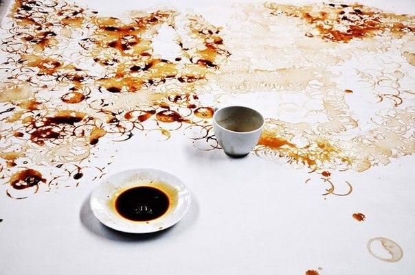 рисунки следами от чашки кофе от hong yi