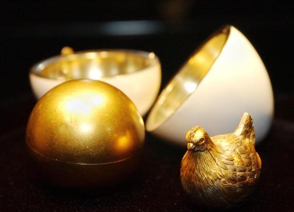 первое пасхальное яйцо, сделанное Фаберже в 1885 году