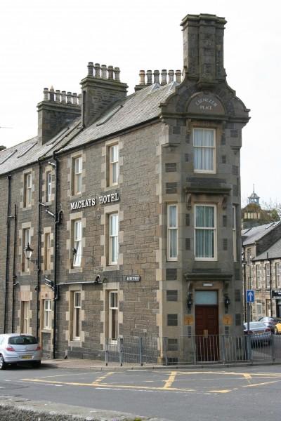 улица эбенизер плейс в шотландском городке вик. ее длина 2,06 метра знаменита тем, что на ней стоит всего один дом