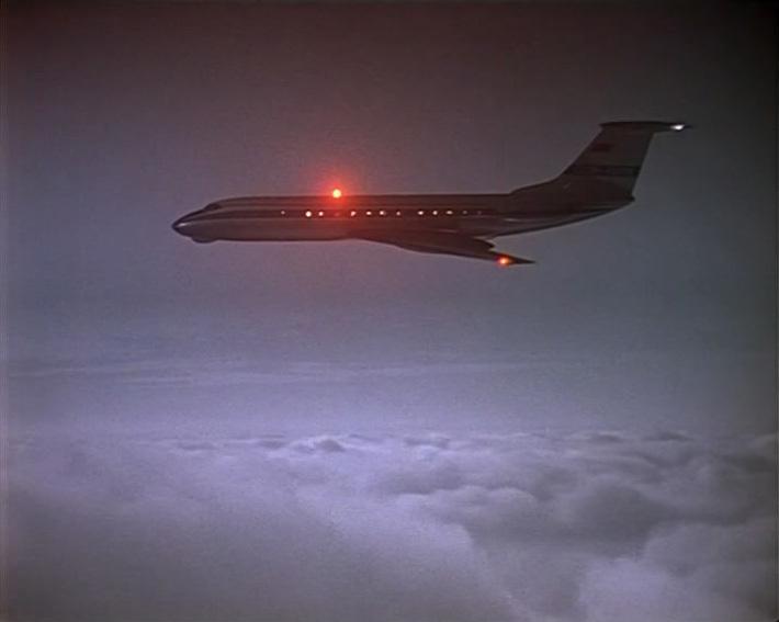 Женя садится в самолет Ту-134. Марку можно отчетливо разглядеть, когда самолет находится в небе. Но вот салон в фильме показан от другого самолета, а именно Ту-114