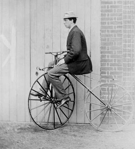 Льюис Кэрролл на велосипеде