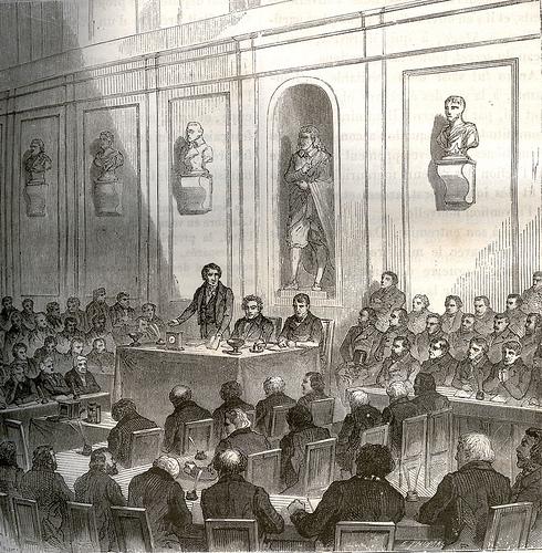 Д. Ф. Араго на торжественном заседании Академии 19 августа, 1839 года делает сообщение об изобретении дагеротипии. Рядом с ним сидит Л. Ж. Дагер и Ж. Н. Ньепс