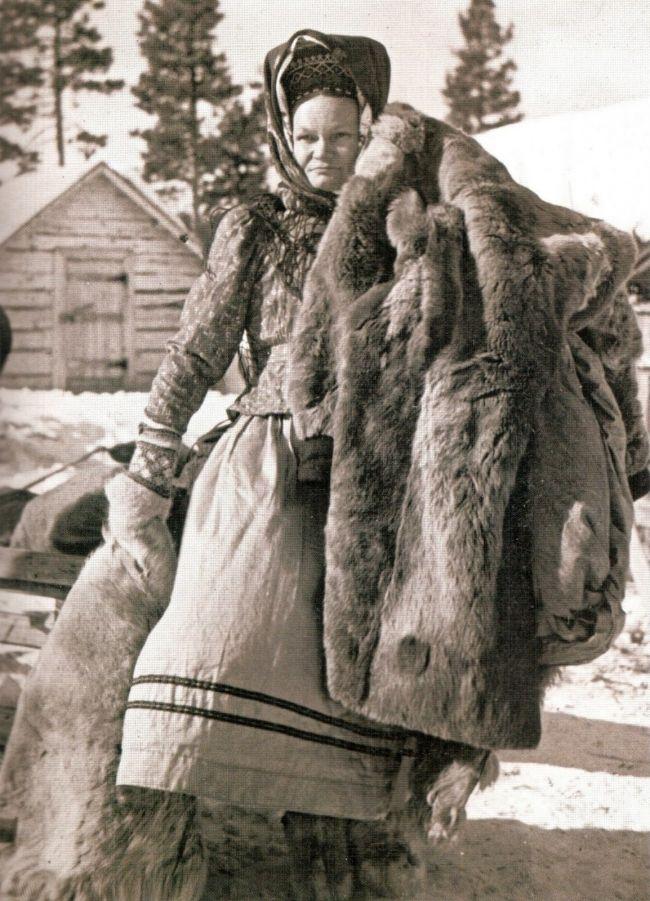 дамы носили на шее или руках кусочки меха пушных зверей ради защиты от блох