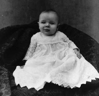 Фото младенцев 100-летней давности
