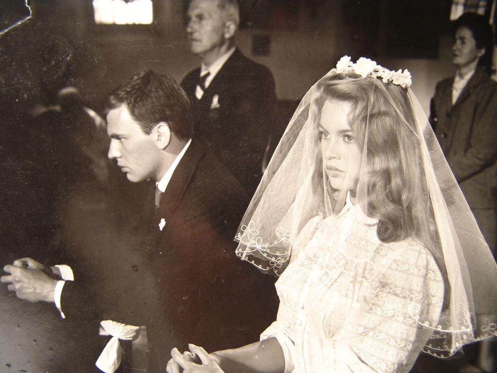 Брижит Бардо в свадебном платье