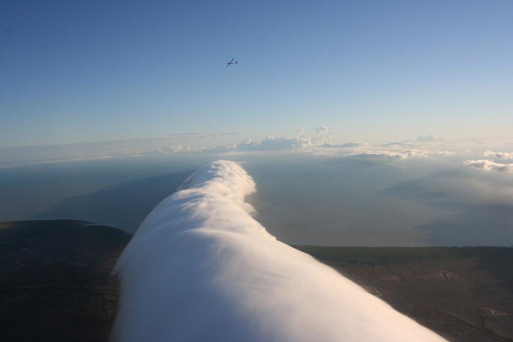 Вытянутые облака или «Утренняя глория»