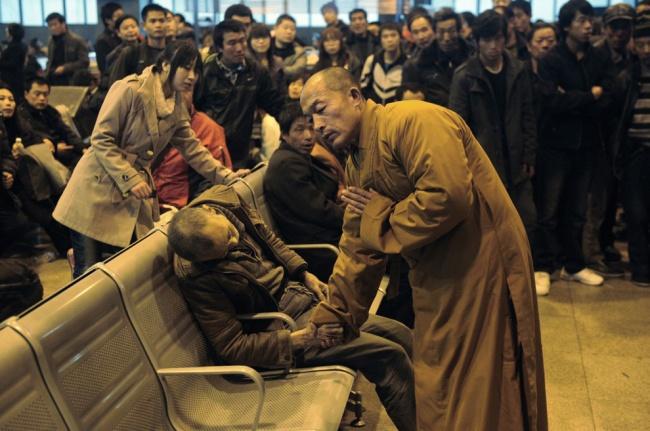 Монах и пожилой человек