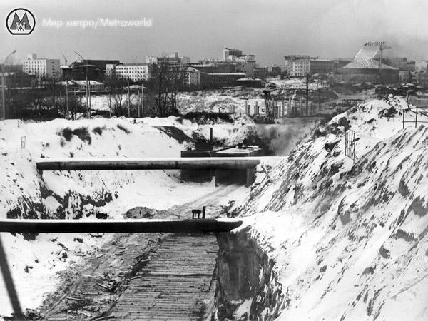 Вид со стройплощадки станции Октябрьская в сторону Площади Ленина