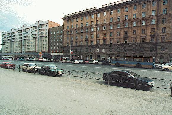 Красный проспект, 30 (дом под строкой) и Октябрьская, 49