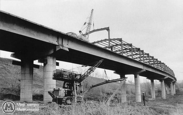 Строительство левобережной эстакады метромоста