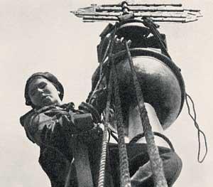 снятие маскировочного чехла со шпиля адмиралтейства