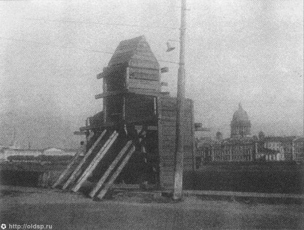 Сфинкс, закрытый дощатым футляром 1941