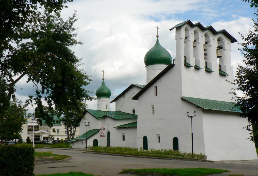 1. Церковь Богоявления с Запсковья (август 2009).jpg