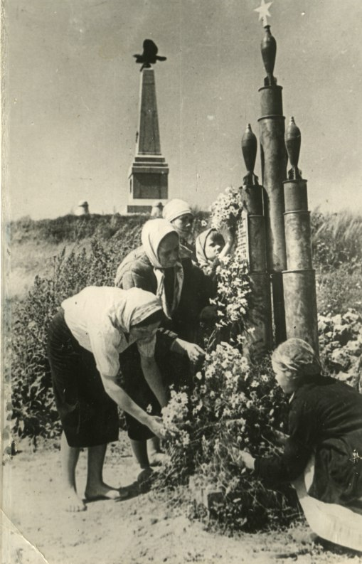 542446 Братская могила воинов Красной Армии, павших при освобождении Бородинского поля.jpg