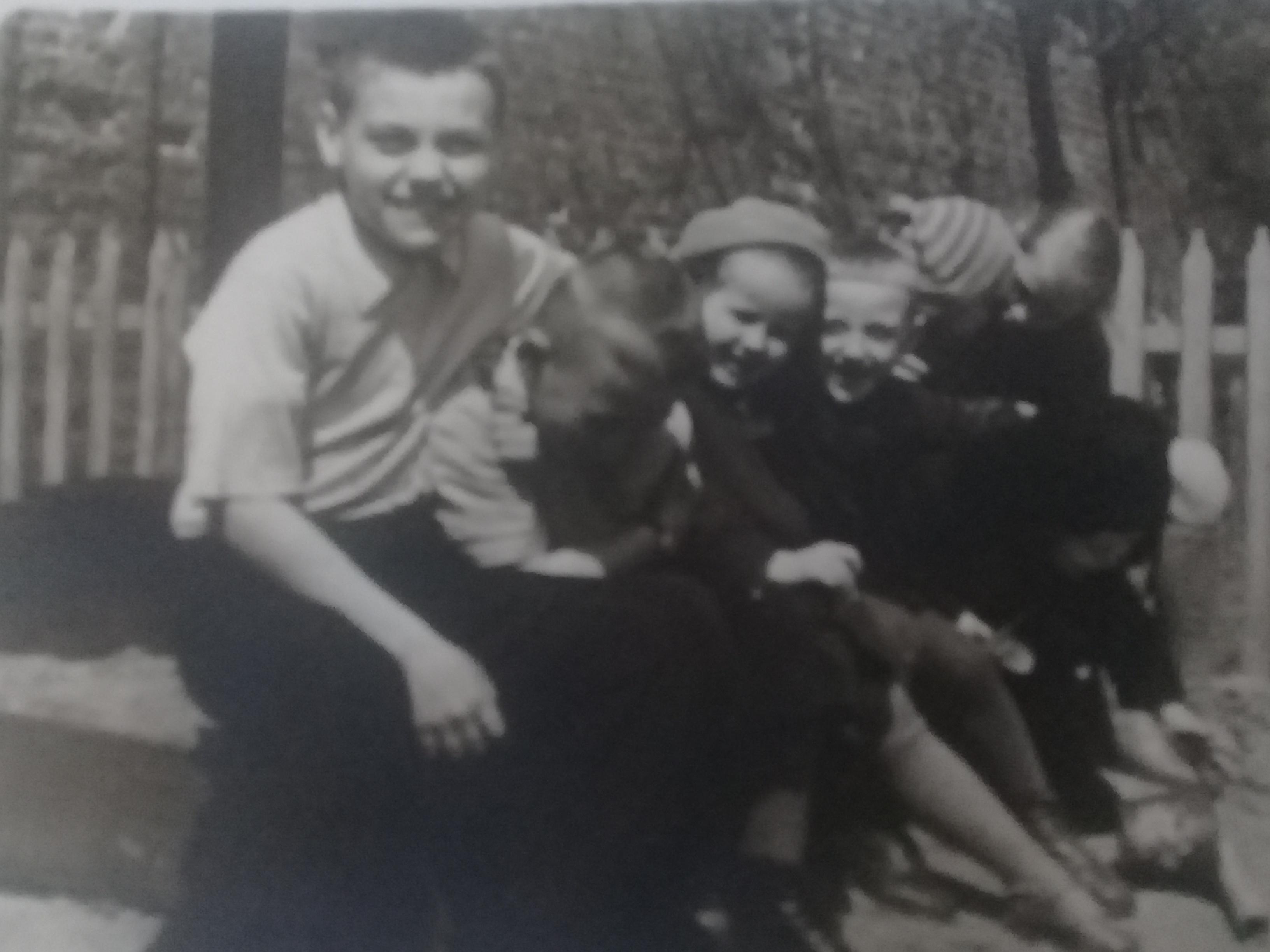 Ребята нашего двора, 1958.jpg