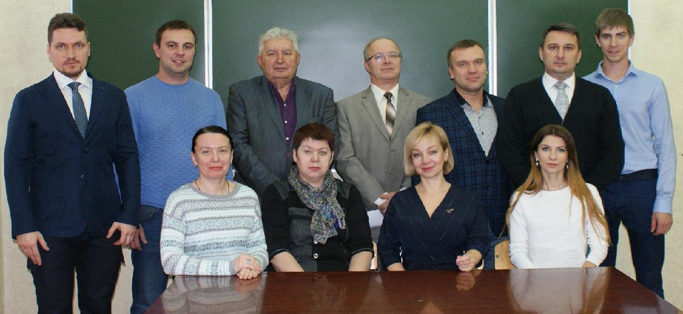 Антон Коста (первый слева в верхнем ряду) в числе сотрудников кафедры строительного материаловедения и дорожных технологий Липецкого государственного технического университета