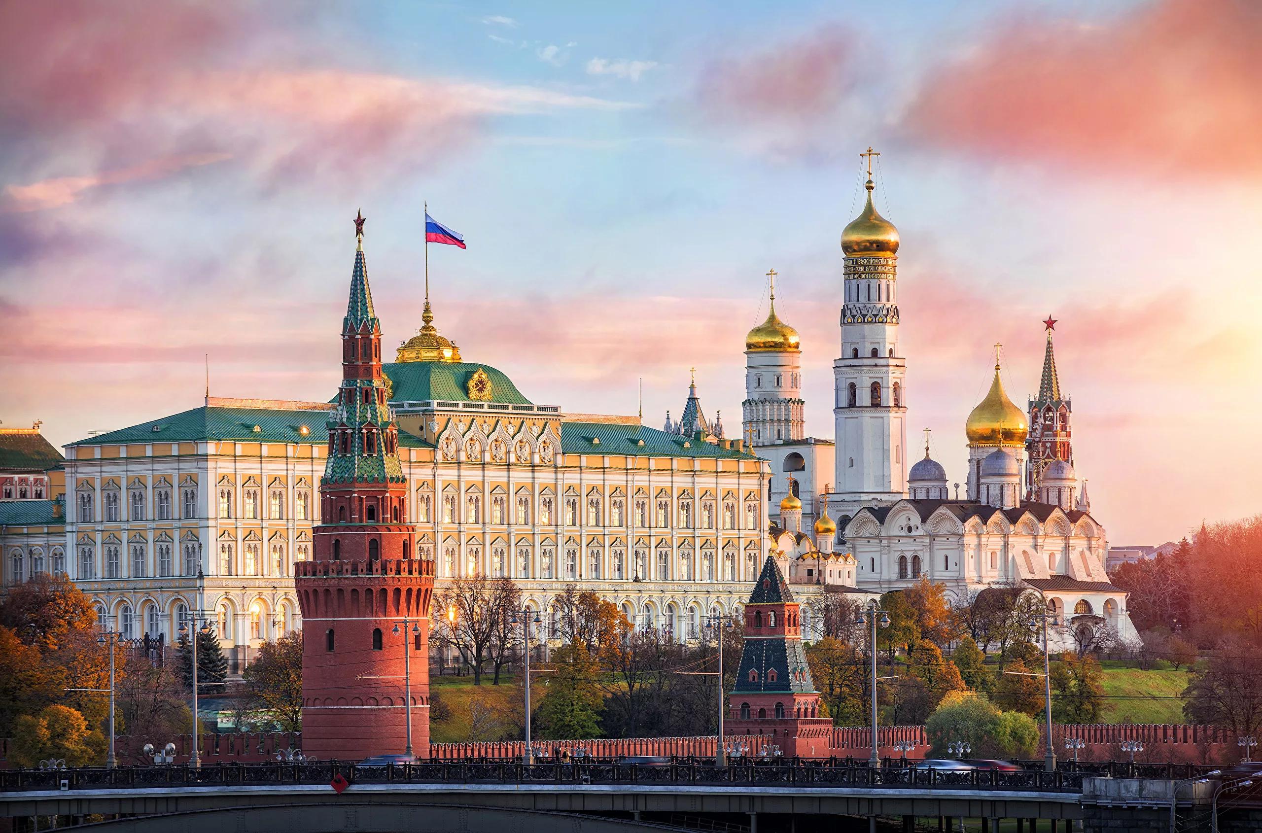 Московский кремль - модель идеального русского города, центром которого является храм Божий