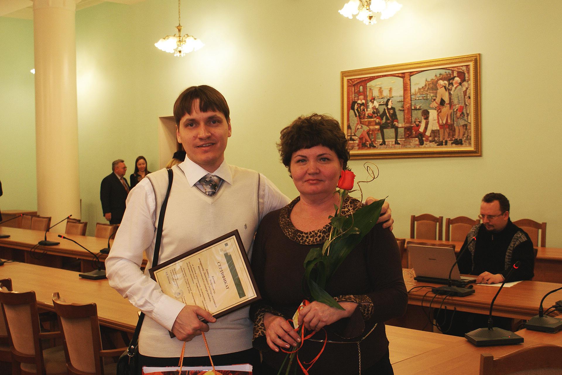 Моя любимая Золушка и Мама. На вручении аспирантам сертификатов за успехи в науке. Липецк, 2010 г.