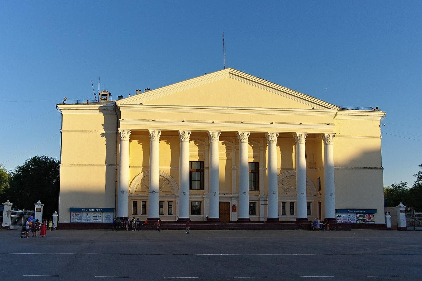 Дом офицеров в Ахтубинске. Реанимация национального архитектурного языка в условиях современности