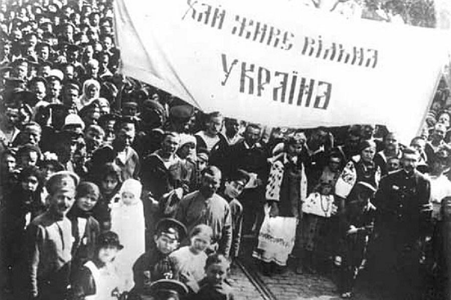 Февраль 1917 года развалил Россию. Большевики собрали заново