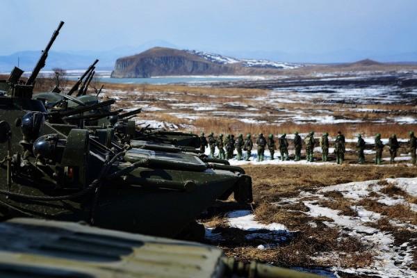 Япония: российские танки на Курилах затруднят десантирование