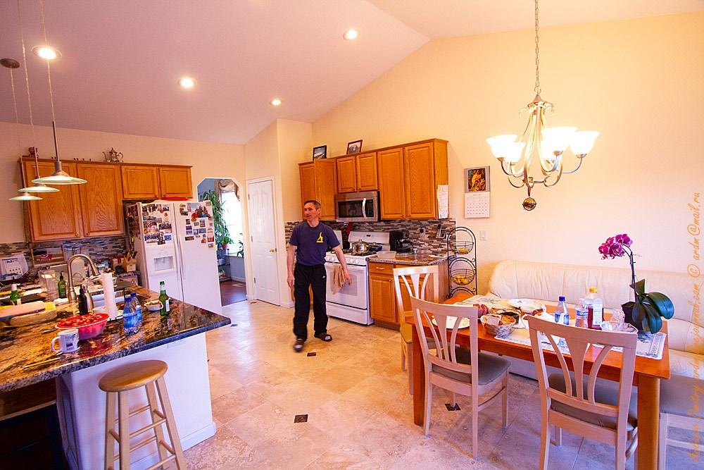 Снова в гостях у Олега. Вот так живут эмигранты в США. Если у них есть работа и они ценят её.