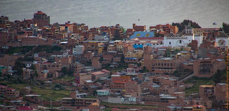 Святилище в левом углу, базилика - в правом