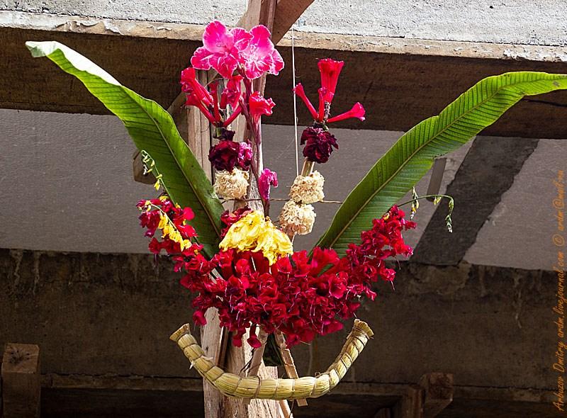 """Старинный символ в Копакабане """"на удачу"""". Вывешивается над входом. Залог успешного предприятия и поклоение солнцу."""