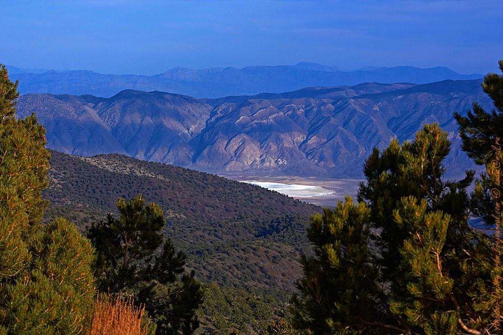 Вид с Белых гор на краешек Долины Смерти - Солёную долину. Завораживающе!
