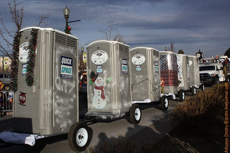 Новогодний парад туалетов - из стиля Лас-Вегас. Рино