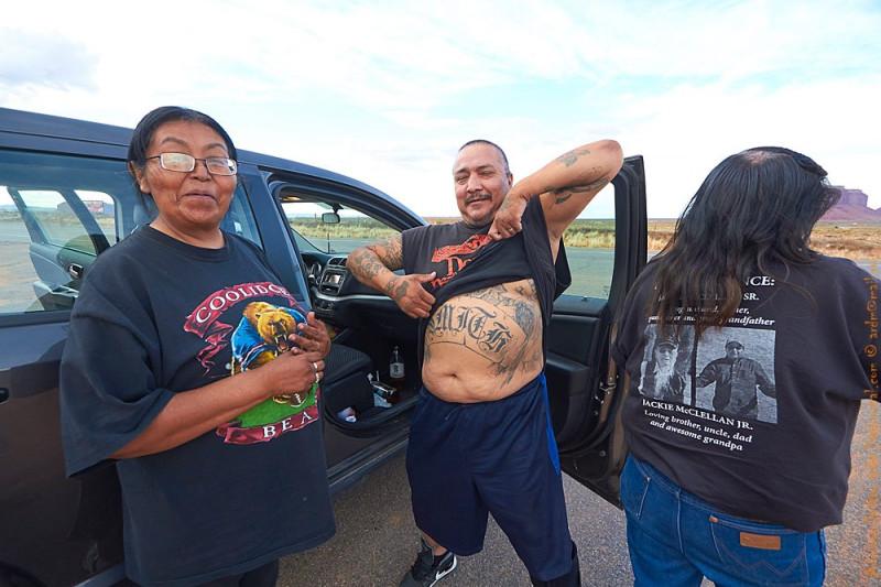 Вот они, страшные навахо! Как говорится, в резервации лучше не заезжать!