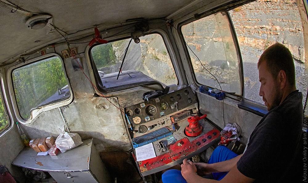 Евгений - главный герой железной дороги Черниговская - Отдалённый. На снимке: как работает беспилотная система мотрисы