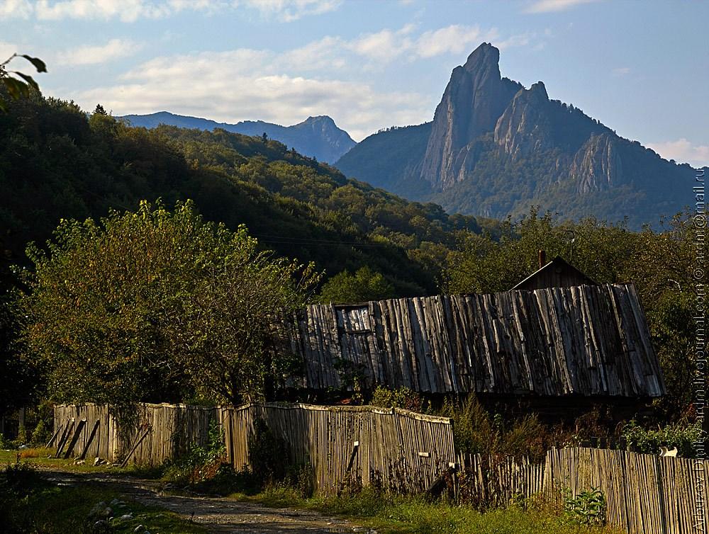 Гора Парус. Сараи.