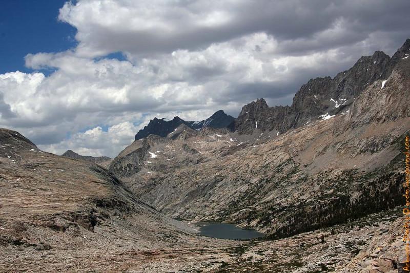 2-километровое озеро Evolution  позади. К первалу Мура