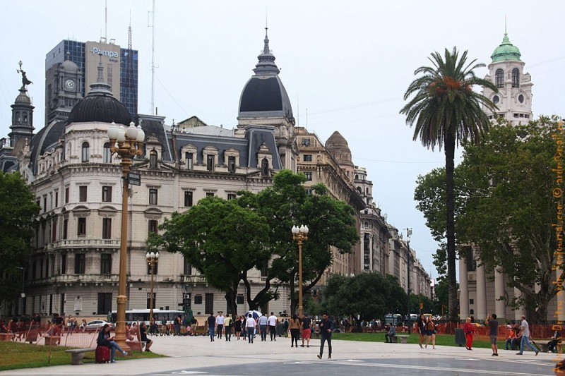 Архитектура центральной площади Де-Майо