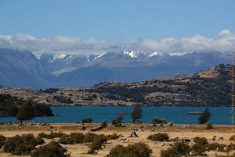 Озеро Хенераль Каррера. От первозданной красоты остался только лишь вид. Везде следы выпаса скота и пожаров.