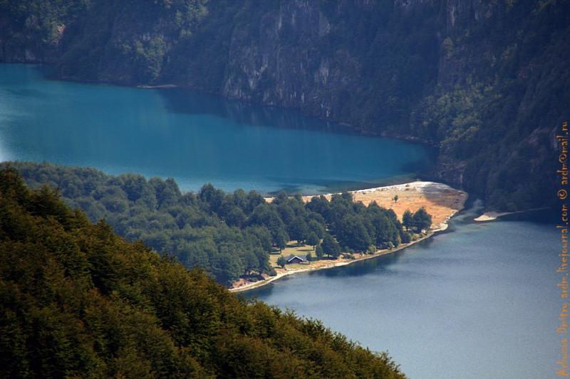 Водораздел между озерами с речушкой