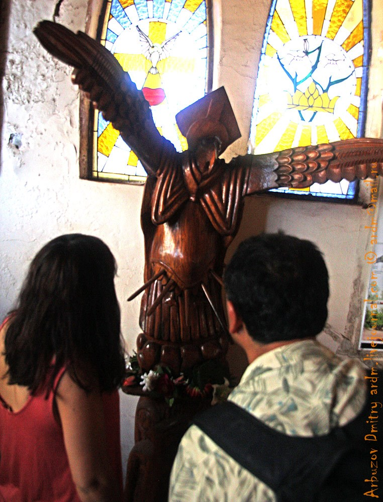В местной церквушке, местные боги