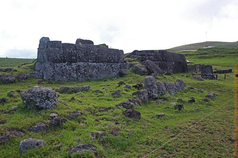 Аху Винапу - самая большая аху на острове