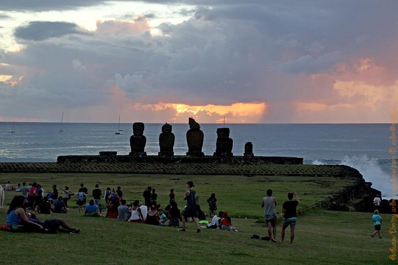 И по сей день люди собираются по вечерам в Tahai. Что нас тянет на этот остров?