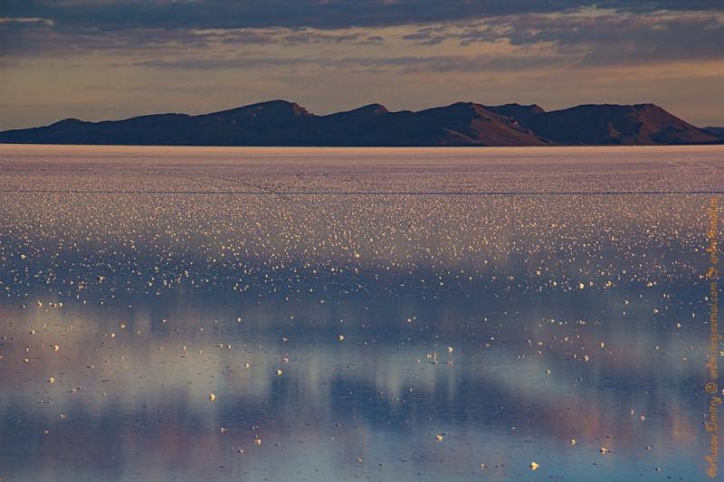 кусочки соли до горизонта похожи на россыпи звезд