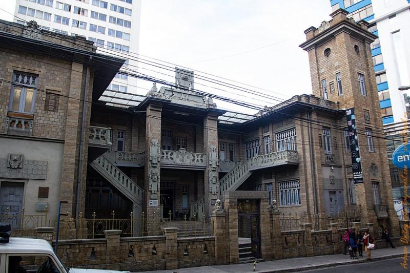Здание музея истории Тиоуанако