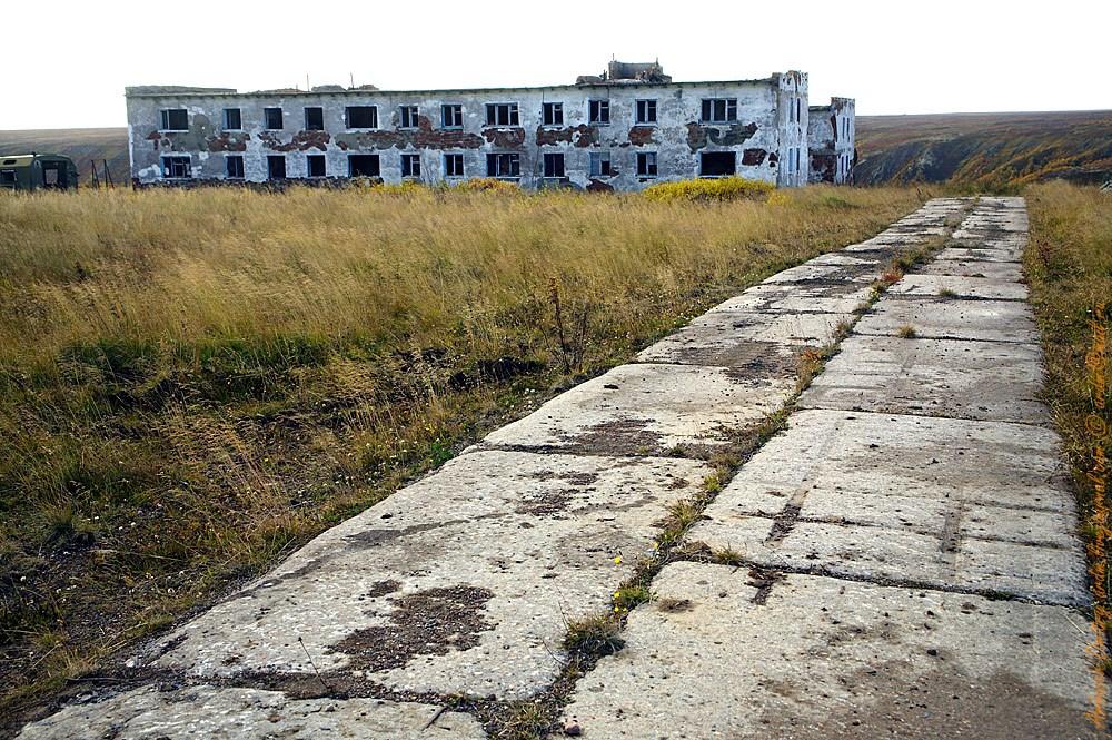 """Бетонка - 5-км отрезок дороги от """"Лопухов"""" до бывшего посёлка военных Корабельный."""