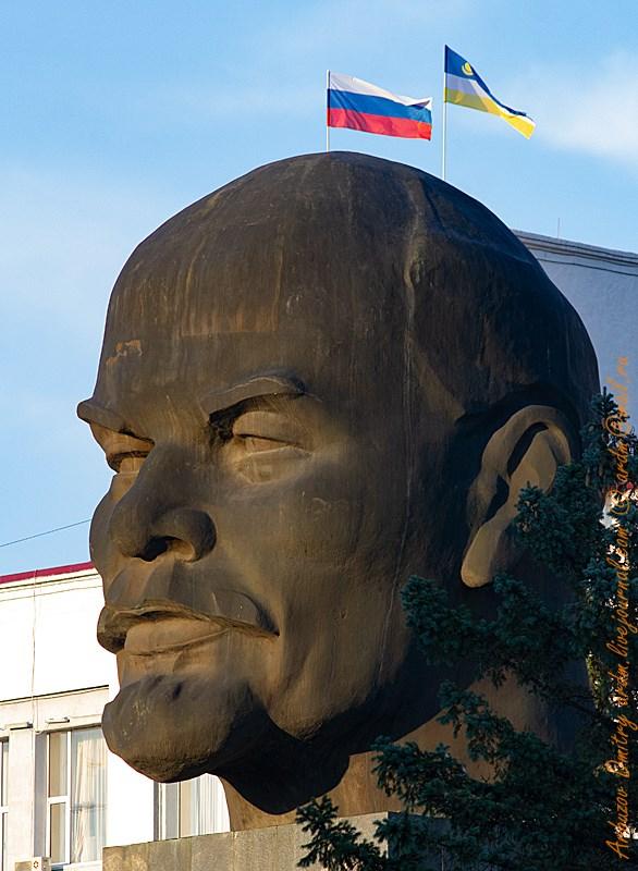 Ленина уже лет сто как нет, а пару волосинок еще кое-где торчат